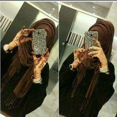 creative poses for muslim girls Niqab Fashion, Street Hijab Fashion, Stylish Girls Photos, Stylish Girl Pic, Hijabi Girl, Girl Hijab, Arab Girls, Muslim Girls, Dps For Girls