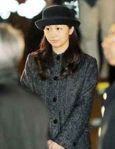 ベトナム、タイから帰国された天皇、皇后両陛下を出迎えられる秋篠宮家の次女佳子さま=東京・羽田空港