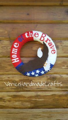 Ghirlanda patriottica Americana in feltro, Giorno dell'Indipendenza,Giorno dei Veterani, 4 luglio, bandiera americana, rosso bianco e blu di VeniceHandmadeCrafts su Etsy
