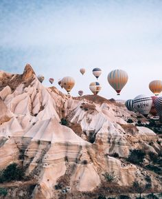 I don't think there is a more dreamy thing to wake up to 😍 of balloons floating through one of the most unique landscapes in the world 🎈If you're travelling to Turkey and only have time for one place you MUST visit Cappadocia! Top Travel Destinations, Places To Travel, Places To Visit, Travel Stuff, Antalya, Travel Pictures, Travel Photos, Cappadocia Turkey, Cappadocia Balloon