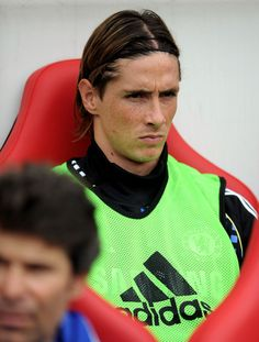 Fernando Torres Photos Photos - Fernando Torres of Chelsea looks on from the bench during the Barclays Premier League match between Sunderland and Chelsea at the Stadium of Light on September 10, 2011 in Sunderland, England. - Sunderland v Chelsea - Premier League