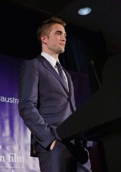 Robert Pattinson presenting at Australian Film & Benefit Dinner last night...his speech was absolutely amazing and funny...I love him