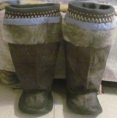 Inuit made men's sealskin kamiks by Imaruituq Taqtu