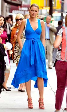 Blake Lively Looks Stunning In Blue Whilst Filming Gossip Girl In New York, July 2012
