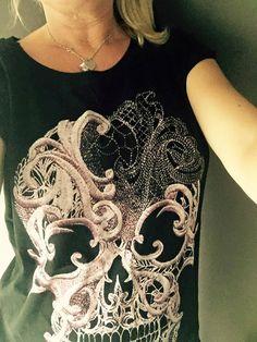 T-shirt donna nera cotone  Teschio rosa  Cod. di IMNOTSORRYIBIZA