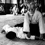 Ueshiba Sensei performing an arm pin. Aikido Techniques, Information About Japan, Peace Art, Sport, Judo, Tai Chi, Teaching Art, Jiu Jitsu, Kung Fu