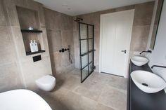 De Eerste Kamer - Strakke badkamer met zwarte accenten - Hoog ■ Exclusieve woon- en tuin inspiratie. Dream Bathrooms, Bathroom Toilets, Bathroom Inspo, Bathroom Layout, Bathroom Inspiration, Bathroom Design Small, Bathroom Interior Design, Bathroom Shower, Bathroom Renovations