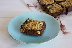 You won't believe how delicious I Quit Sugar's Sugar-Free Ferrero Rochers taste! Better than the real thing. Get the sugar-free Ferrero Rocher recipe here! Healthy Sweet Treats, Healthy Baking, Healthy Desserts, Delicious Desserts, Dessert Recipes, Healthy Food, Healthy Sugar, Healthy Recipes, Yummy Food
