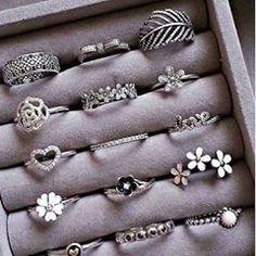 cute rings uploaded by Sally on We Heart It Fancy Jewellery, Stylish Jewelry, Cute Jewelry, Bridal Jewelry, Jewellery Making, Jewelry Box, Jewelry Rings, Jewelry Design Earrings, Jewelry Accessories