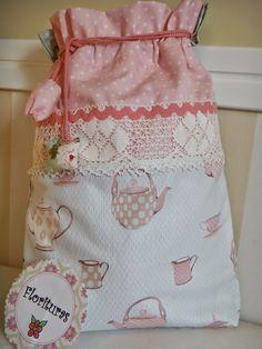 blog sobre camisetas y bolsitas con aplicaciones para niños y broches de fieltro, todo hecho a mano
