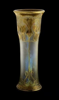 An American art nouveau overlaid and etched glass vase. c.1900. Signature : Honesdale | JV