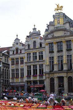 BRUSSEL - town center market place - Grote Markt flower carpet 2012