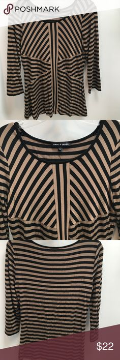 Cable & Gauge Brown And Black Top Very soft. 97% viscose 3% spandex Cable & Gauge Tops