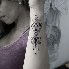 Boni Lucena cria tatuagens com traços finos e sombras suaves inspirado pelo estilo tradicional e Neo-Tradicional. Confira seu trabalho no #tattoofriday!