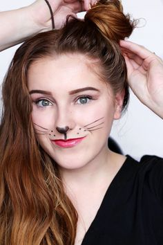 Looking for for ideas for your Halloween make-up? Browse around this site for cute Halloween makeup looks. Halloween Costumes Women Scary, Easy Costumes, Halloween Makeup Looks, Halloween Kostüm, Pretty Halloween, Costume Ideas, Mouse Make Up, Bunny Makeup, White Rabbit Makeup