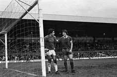 Stoke City 0 Everton 1 in Feb 1977 at the Victoria Ground. Bob Latchford talks to Stoke keeper and England team mate Peter Shilton #Div1
