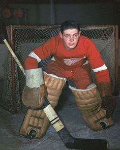 Colour photo of Terry Sawchuk: goalie of the Detroit Red Wings Hockey Goalie, Hockey Teams, Hockey Players, Ice Hockey, Kings Hockey, Hockey Stuff, Detroit Hockey, Detroit Sports, Hockey Pictures