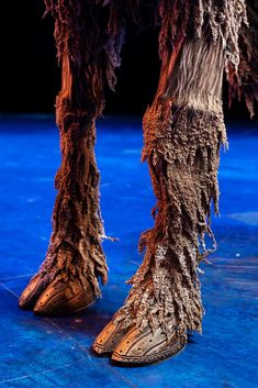 "How a onetime acrobat and a ""Lion King"" puppet designer brought a speechless reindeer to life in Disney's stage adaptation of ""Frozen"" on Broadway. Frozen On Broadway, Frozen Musical, Sven Frozen, Frozen Outfits, Broadway Costumes, Frozen Costume, Secret Life, Musical Theatre, Disney S"