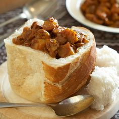 Even mushrooms deserve to be served up as a bunny chow! Apple Pie Cupcakes, Curry Leaves, Garam Masala, Chow Chow, Vegetarian Meals, Curries, Curry Recipes, Starters, Indian Food Recipes