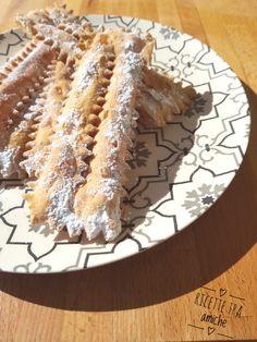 Chiacchiere al forno di Sal De Riso. 2 Vegan Cake, Vegan Desserts, Vegan Recipes, Dessert Recipes, Beignets, Vegan Gains, Magic Recipe, Romanian Food, Italian Cookies