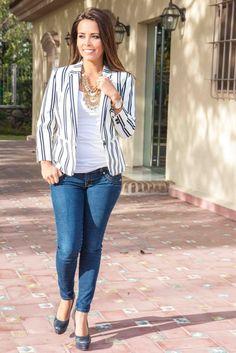 Blazer de rayas con jean y maxicollar