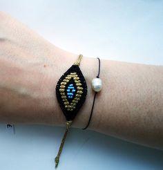 eye macrame bracelet Macrame Knots, Macrame Jewelry, Macrame Bracelets, Boho Jewelry, Evil Eye Bracelet, Crochet Designs, Hamsa, Bead Weaving, Statement Jewelry