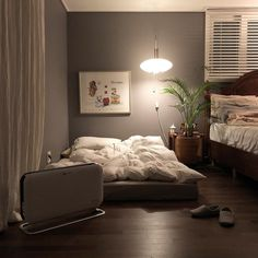 Trendy home minimalist design plants ideas Small Room Interior, Interior Design Living Room, Home Bedroom, Bedroom Decor, Bedroom Plants, Aesthetic Bedroom, Trendy Home, Design Furniture, Trendy Bedroom