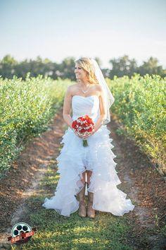 Full body portrait!  #makeyourweddingrad #weddingphoto #weddingphotography #tampaweddingphotographer #tampaphotographer #floridawedding #radred #brideportraits #bridalportraits #bride #tampaweddingphoto #tampaweddingphotography #wppi #ppa