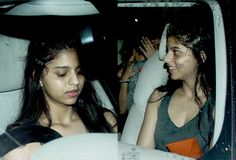 [Photos] Shah Rukh Khan's daughter Suhana goes on a spin with her girl gang but why so shy? #FansnStars