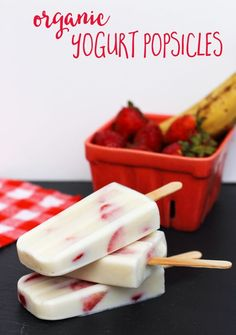 These organic yogurt popsicles are SUPER easy to make, and a perfect way to eat your fruit! #farmfreshtotable #WeaveMade #ad