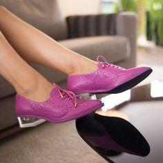 Mais uma opção de cor do nosso amado oxford com salto de acrílico! Veja as demais cores em shop.miezko.com