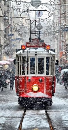 Istanbul, Turquie (Turkey) http://guide.voyages-sncf.com/resultat/istanbul?prrs=pin_pic_3_hiver