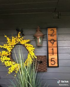 Add your house numbers with flare wood projects projects diy projects for beginners projects ideas projects plans Exterior Makeover, Rustic Gardens, Diy House Projects, Diy Décoration, Porch Decorating, House Painting, House Colors, Farmhouse Decor, Diy Home Decor