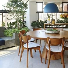 home decor rustic Large Round Dining Table, Dining Room Table, Dining Chairs, Dining Room Inspiration, Home Decor Inspiration, Dinner Room, Interior Decorating, Interior Design, Decoration