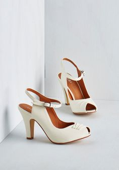 Best seller- Vintage Inspired shoes - Say It With Sophistication Heel in Ivory