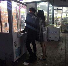 Resultado de imagem para korean couple ulzzang having ice cream Couple Goals, Cute Couples Goals, Couple Ulzzang, Ulzzang Boy, Cute Relationships, Relationship Goals, Foto Top, Korean Couple, Couple Aesthetic