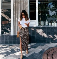 leopard midi skirt white tee casual summer pose – Summer Outfits – Summer Fashion Tips Mode Outfits, Skirt Outfits, Casual Outfits, Fashion Outfits, Casual Brunch Outfit, Midi Skirt Outfit Casual, Leopard Skirt Outfit, Summer Brunch Outfit, Fashion Hacks