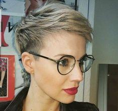 Kurzhaarschnitte für Frauen, die eine Brille tragen.