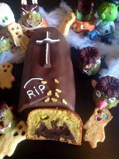 C'est bien connu les chauves souris se cachent... dans des endroits sombres et souvent terrifiants.. La mienne s'est cachée dans un cercueil!!! Elle ne sortira que le jour d'halloween lors de la découpe de ce délicieux cake aux amandes.. Cliquer ici pour...