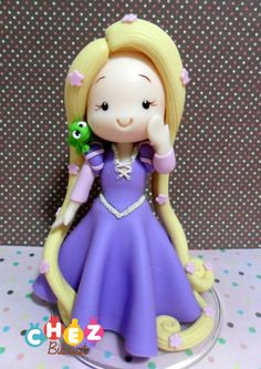 Topo de bolo, cake topper in cold porcelain, Princess in clay, modelado,porcelana fria, Rapunzel de biscuit ,Tangled in clay