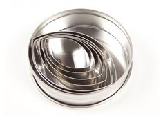 Ateco renowned quality Stainless steel 6 piece set Graduated cutters, sizes from 1 to 3 Ideal for pastry, cookies and dough etc Cake Decorating Shop, Cupcake Supplies, Cupcake Shops, Bakeware, Tins, Rugby, Age, Tin Cans, Football