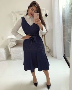 In love 💕 Dresses For Work, Instagram, 1, Fashion, Jean Dress Outfits, Gowns, Dressmaker, Telephone, Natural Person