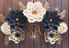 Good morning loves ♥️I hope everyone is having a great Monday! This set is for a bedroom can't wait to see how my client displays these beauties thanks for your purchase & for being so EXTRA! Paper Flower Decor, Paper Flower Backdrop, Flower Wall Decor, Flower Crafts, Flower Decorations, Birthday Decorations, Giant Paper Flowers, Diy Flowers, Black Flowers