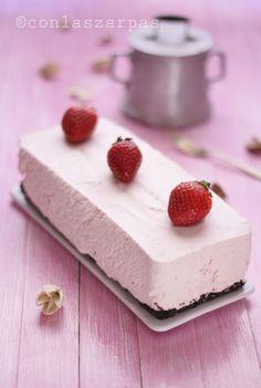 Strawberry mousse cake w/mascarpone Pink Desserts, No Bake Desserts, Delicious Desserts, Baking Recipes, Cake Recipes, Dessert Recipes, Sweets Cake, Cupcake Cakes, Strawberry Mousse Cake
