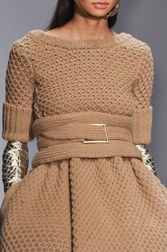 Daks at London Fashion Week Fall 2014 - Details Runway Photos Knitwear Fashion, Crochet Fashion, Moda Crochet, Knit Crochet, Pullover Shirt, Cardigan, Knitting Wool, Mode Inspiration, Knitting Designs