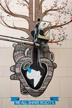 inside - Cape Town Diamonds inside is a street art project in South Africa by the Spanish artist collective Boa Mistura.Diamonds inside is a street art project in South Africa by the Spanish artist collective Boa Mistura. Art And Illustration, Graffiti Art, Stencil, Street Art Love, Expositions, Outdoor Art, Chalk Art, Pics Art, Street Artists