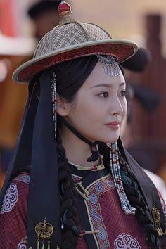 Historical Women, Korean Drama Movies, Japanese Calligraphy, China Girl, Qing Dynasty, Asian Art, Japanese Art, Architecture Art, Riding Helmets