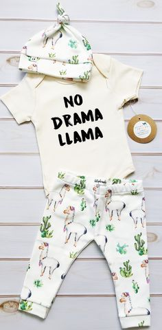 Dos and Don'ts While Shopping Baby Clothes Baby Girl Fashion, Toddler Fashion, Kids Fashion, Baby Girl Pants, Baby Boy Outfits, Cute Babies, Baby Kids, Boy Onesie, Baby Leggings