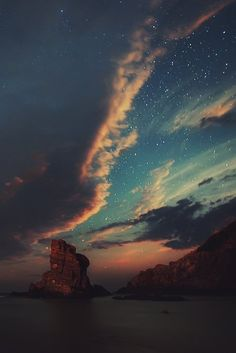 ✦⊱ririmil⊰✦( when I look up at the sky .I see that though we are separated with borders and boundaries.the one thing all nations share is the sky above . Beautiful Sky, Beautiful World, Beautiful Places, Beautiful Pictures, Sky Full Of Stars, Photos Voyages, Night Skies, Night Night, Amazing Nature