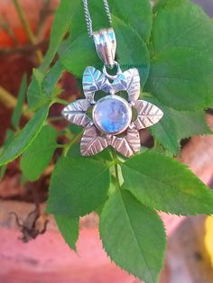 Moonstone Pendant, 925 Silver Pendant, June Birthstone, Flower Shap Pendant One Of A Kind Pendant, Healing Crystal Rainbow Moonstone Jewelry